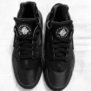 BLACK NIKE AIR HUARACHE WOMENS SZ 9